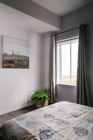chambre avec lit double vue sur la mer