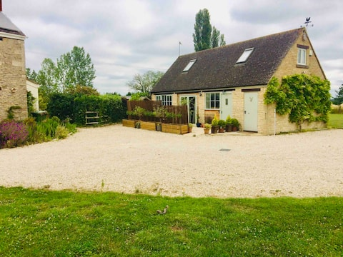 Meadow Lodge  quiet annexe in countryside