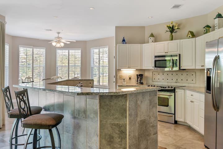 25% OFF for 2019! Beautiful Lake Views - Steps to Baytowne Golf Course