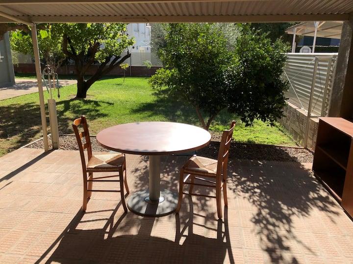 Estudi al centre de Reus amb terrassa i jardí