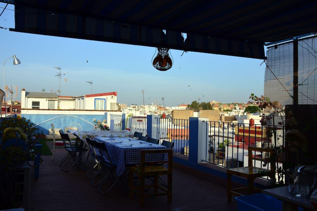 Terraza, vista desde la entrada.