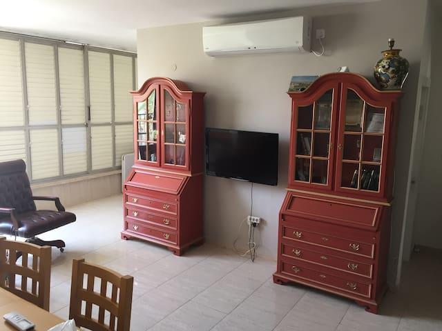 Apartment in Petach Tikva   center