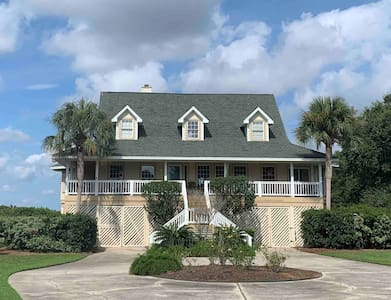 Waterfront Property W/ Private Pool on Deep Water!