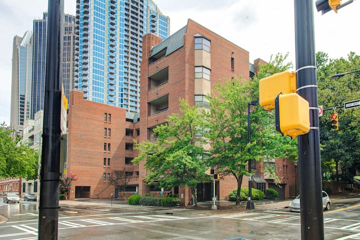 Stylish Condo | Center City | Nightlife | Parking