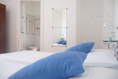 B&B CASACORNO blue room - Iesi