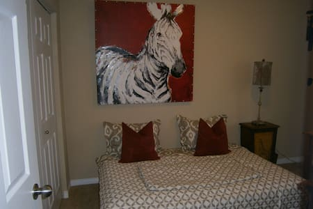 Awesome Private Room and Patio als - London - Huis