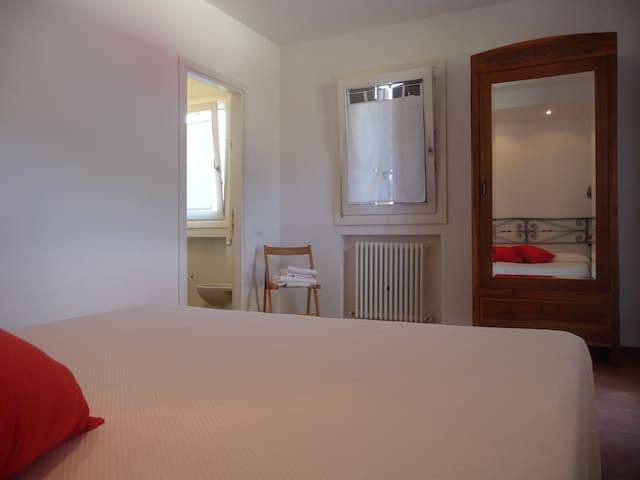 B&B CASACORNO red room - Iesi - Bed & Breakfast