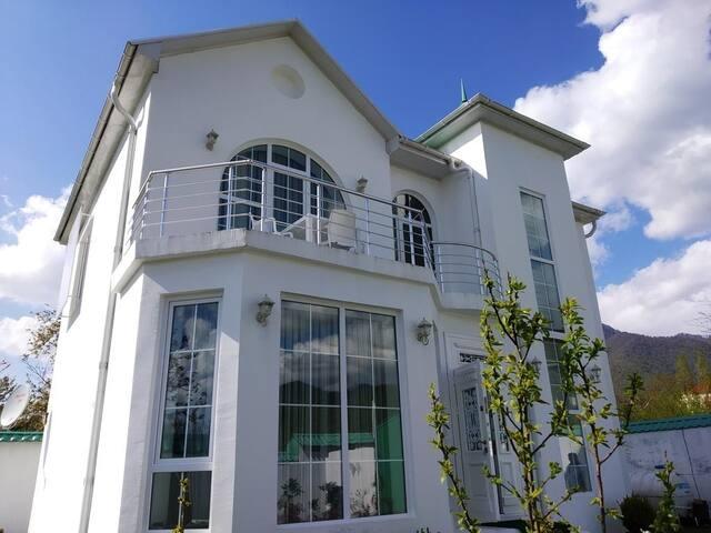 VALEHS White villa