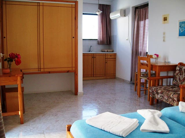 Studio for 2(Anthia Apartments) - Marmari - Apartment