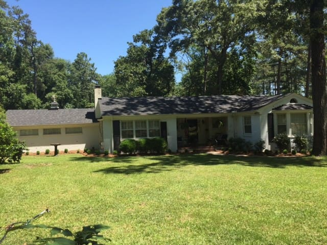 Centrally located ranch for business and play