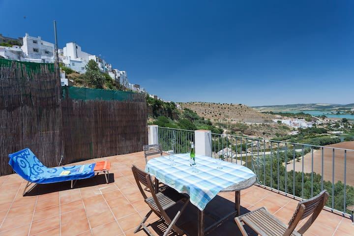 Casa Blues Guesthouse. en suite room for 4 persons - Arcos de la Frontera - Bed & Breakfast