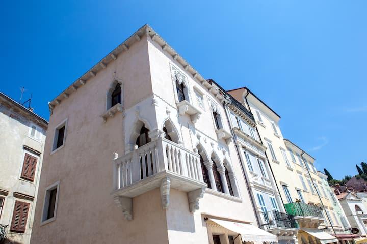Benecanka Casa Veneziana Piran on Tartini square