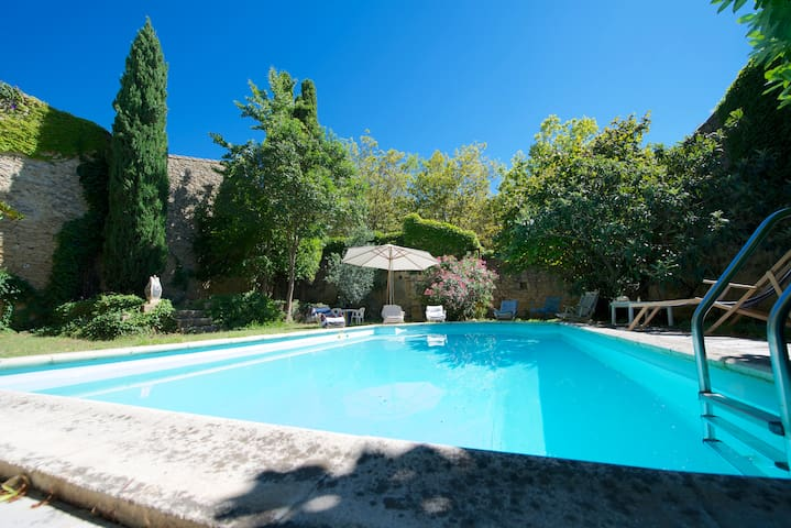 Pool and garden traditional house - Aigues-Vives - Дом