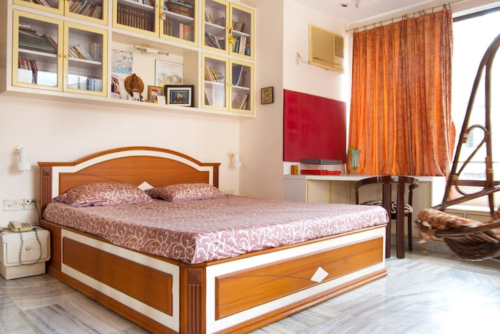 Luxury AC Home Stay at Churchgate on Marine Drive