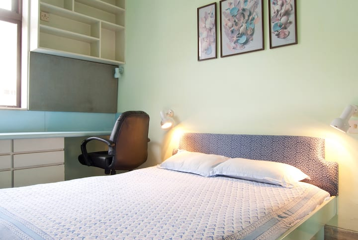 Budget AC Home Stay at Churchgate on Marine Drive