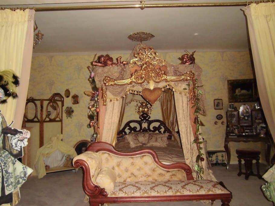 Romantisches zimmer mit himmelbett wohnungen zur miete in m nchen bayern deutschland - Romantisches schlafzimmer mit himmelbett gestalten ...