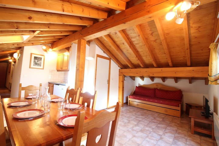 ESS029 - Apartment for 6 persons in the village and near slopes