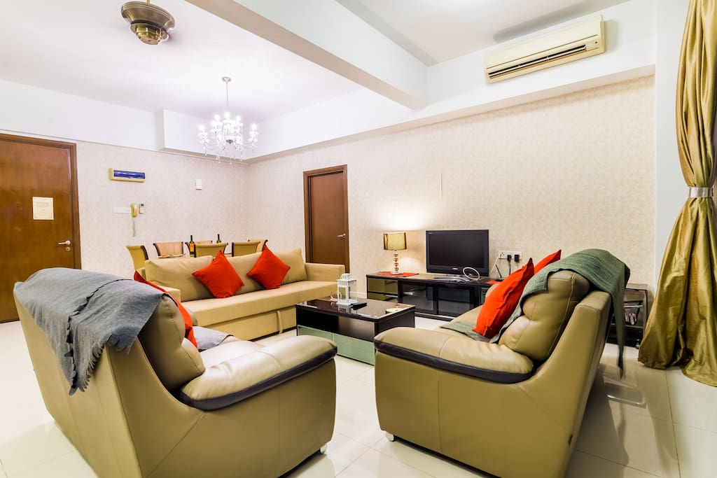 Spacious living room with sofa bed to accommodate an additional 2 guests