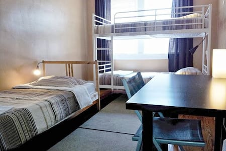 Single Bed in a 3-Person Coed Dorm - Columbus - Bed & Breakfast