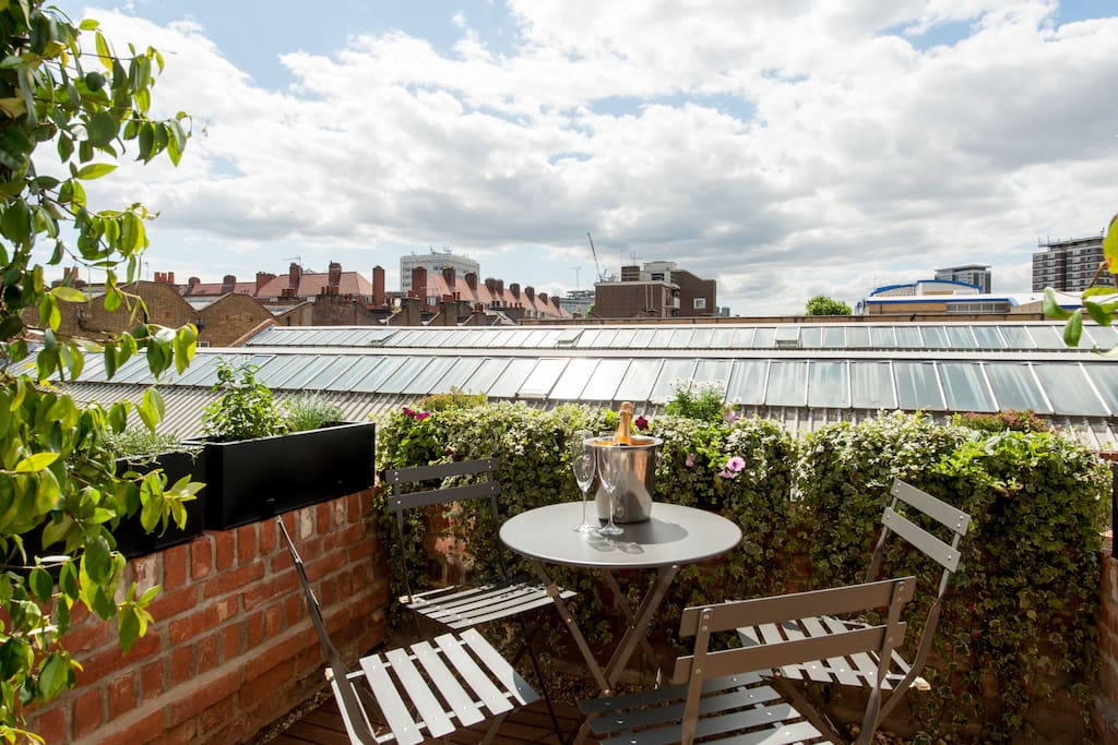 Roof terrace area at the quiet back of the house