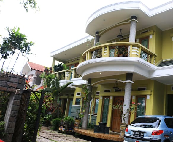 GreenHouse24, Private Female Homestay