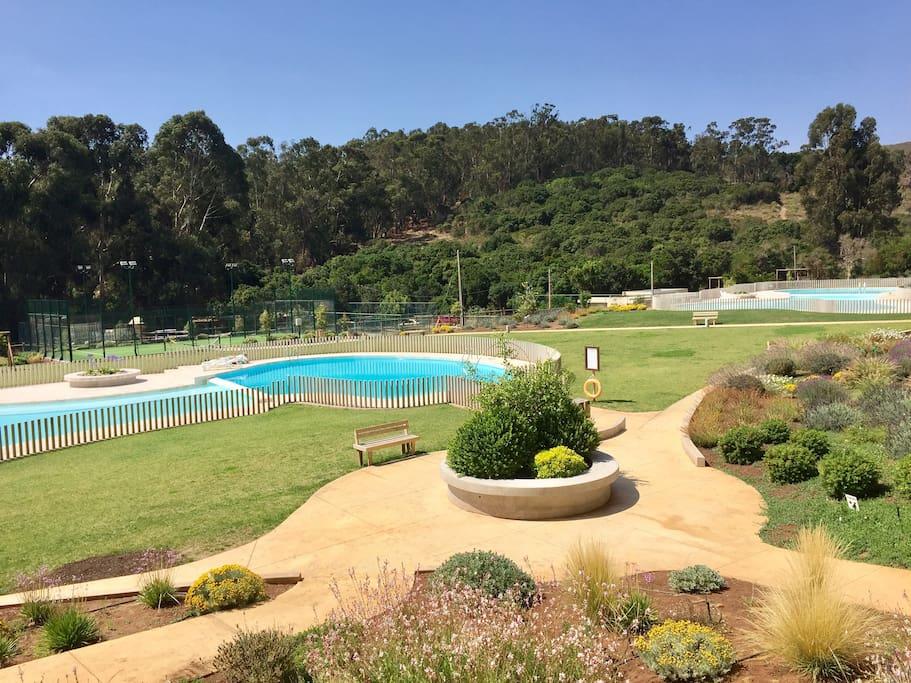 Dos piscinas
