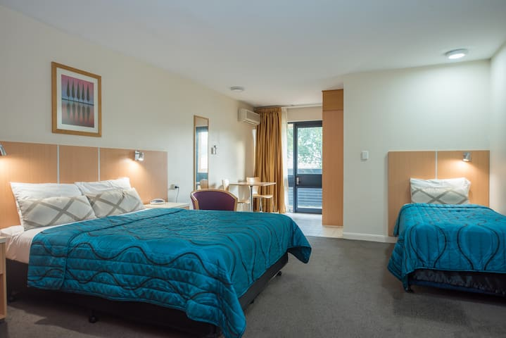 1 Queen and 1 single bed in Brisbane Airport area - Hamilton - Apartament