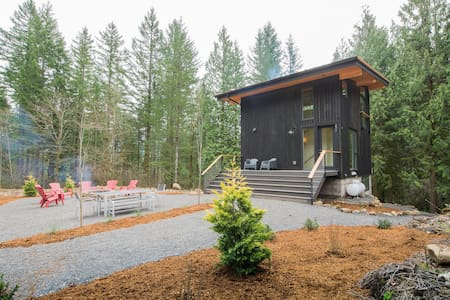 Gorge Modern Cabin- your own private world!