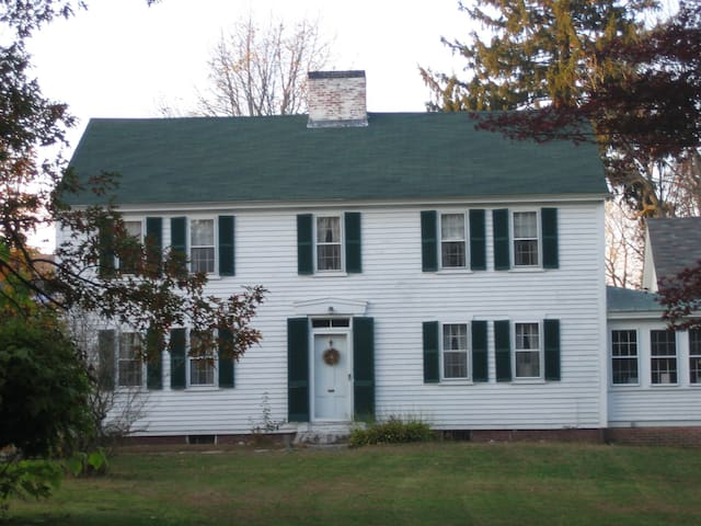 Antique 3 bedroom home in Exeter,NH - Exeter - Huis
