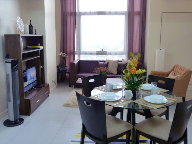 Homey Suite 1-BR Loft near SM Megamall, Lake View