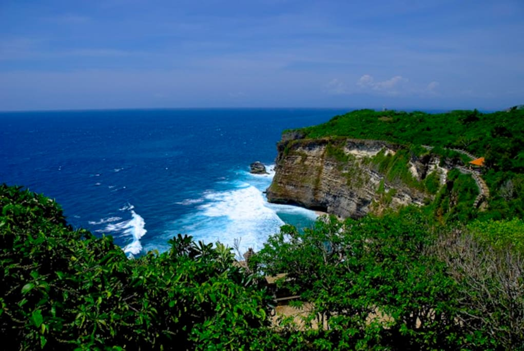 Amazing view of Balangan beach from the top of Uluwatu temple.