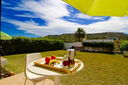 Garden Apartment by the Sea: Mareta - Luz - 방갈로