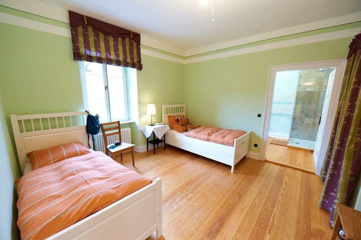 Schlafzimmer im ersten Stock
