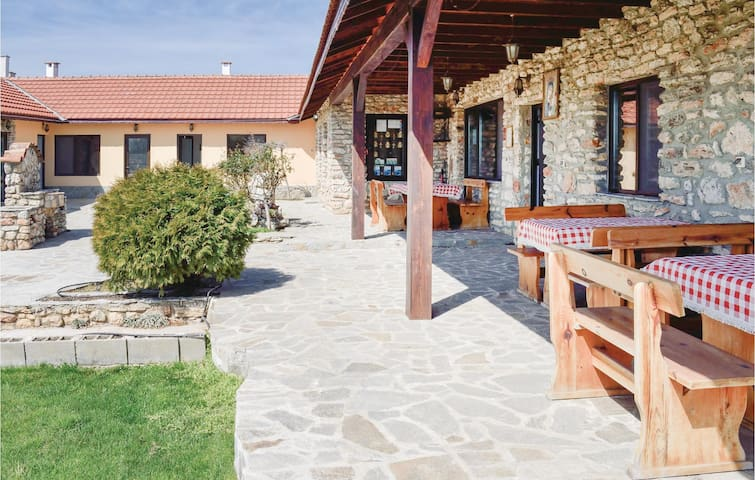 Holiday cottage with 7 bedrooms on 160m² in Shabla
