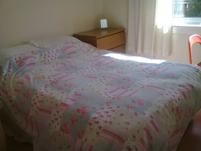 Bright Double Room - Bishopbriggs - Casa