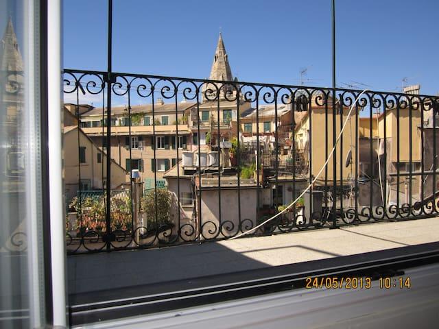 Sopra i tetti di Genova! 010025-LT-0716