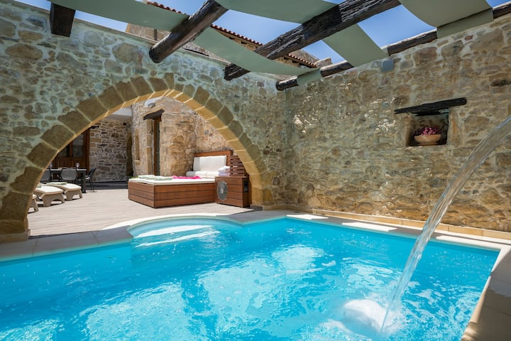 D'oro Villas | Private Heated pool & Jacuzzi