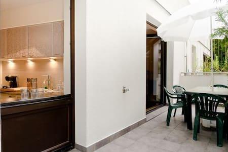 Towarowa35Cent2rooms1-7pTarasGarage - Warschau - Wohnung