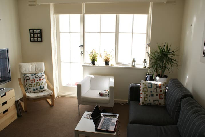 Perfect Location Walk to City+Carpk - East Melbourne - Appartement