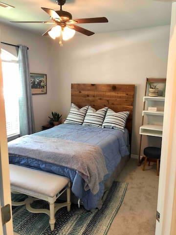 Guest bedroom, Full bed