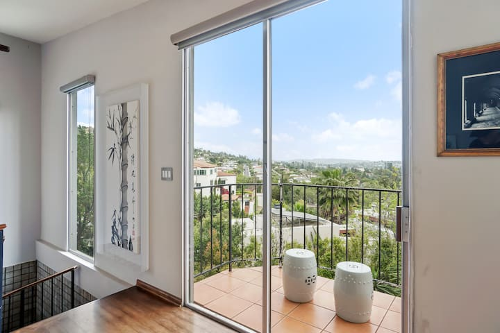 Extraordinary Views in Hollywood Hills