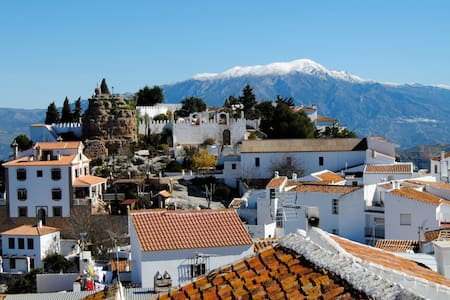30 mins to beaches, air con, fantastic views, wifi - Comares - Дом