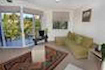 Across from beach - Sunshine Coast - Maroochydore - Apartment