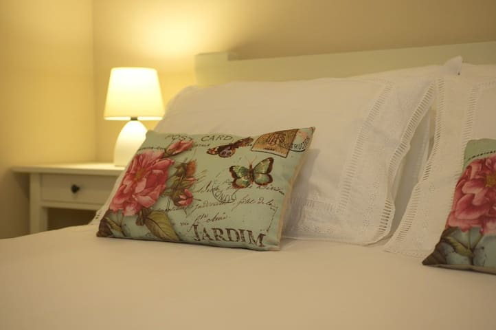 A queen size bed with white linen
