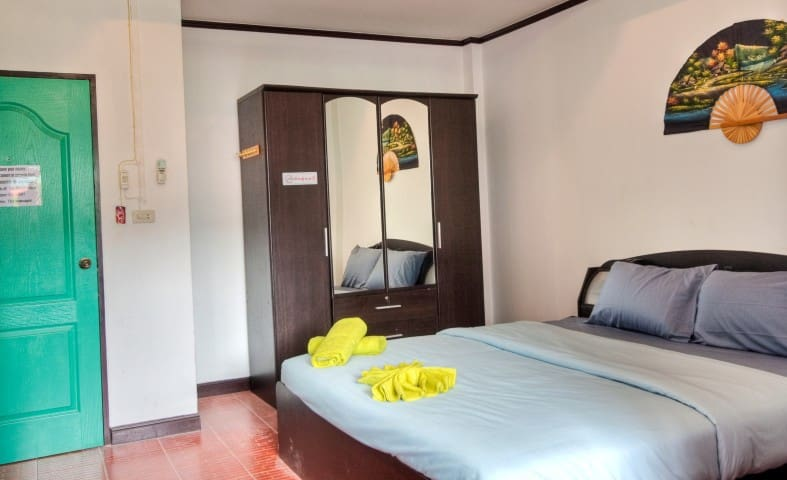Stanley's Guesthouse Standard Room - Patong - Bed & Breakfast