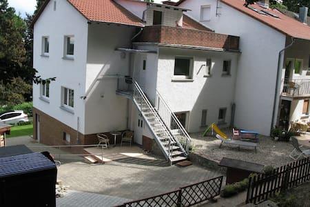 Ferienwohnung am Waldrand - Kelkheim (Taunus) - Apartamento