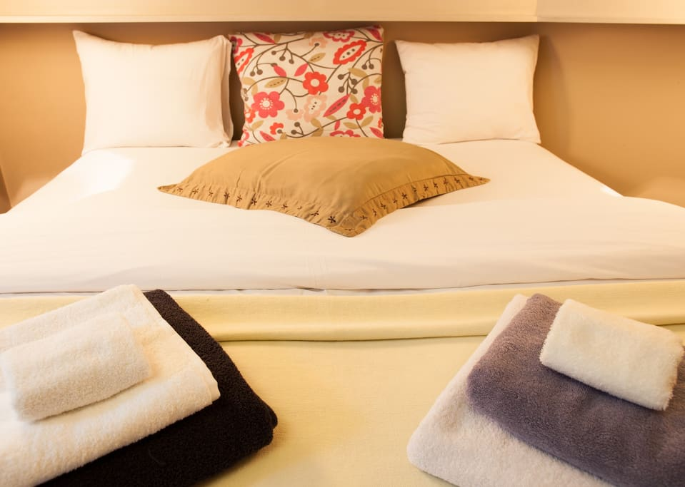 Breakfast in bed or in one of the many bars on the Grand Sablon?