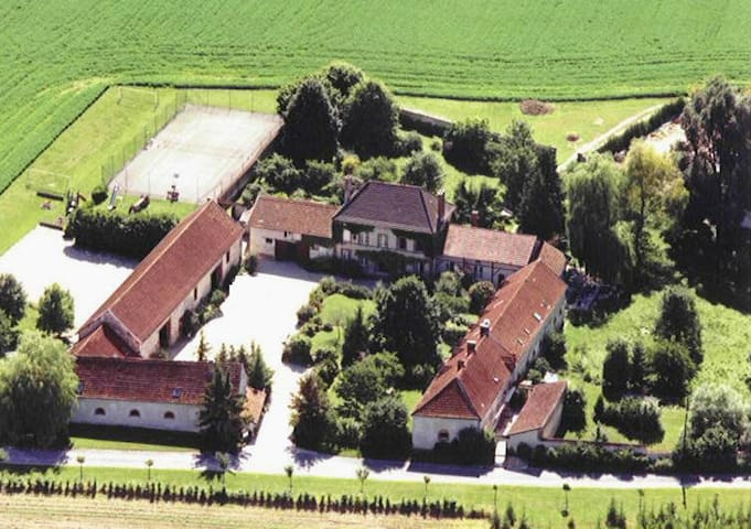 Large house in the heart of the Champagne region - Fontaine-sur-Ay - Talo