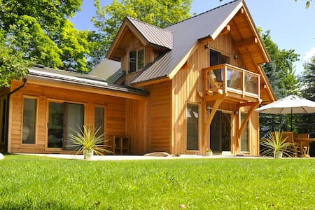 Luxurious Lakefront Cottage - New Denver - House