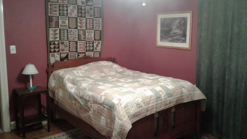 Family home beautiful area, airport, Female only
